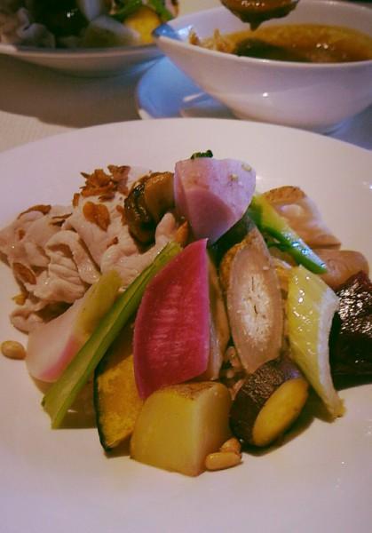 オーガニック野菜がいっぱいでご飯が見えません!