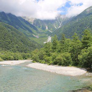 高原の澄んだ空気に癒されよう!非日常的な美しさの上高地、霧ヶ峰