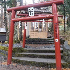 新屋山神社のお伺い石チャレンジと、不思議なところにある奥宮
