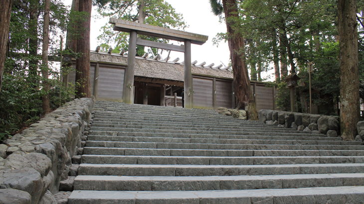 伊勢神宮内宮の早朝参拝に参加して、帰りに外宮を見てきました