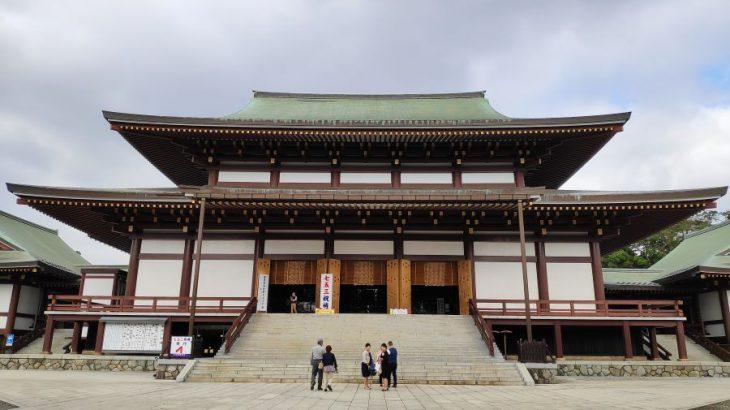 成田山新勝寺の迫力の御祈祷でパワーをもらい、参道の鰻屋で英気を養う