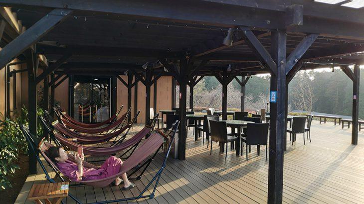 ムーミン谷を見下ろしながら、美味しいビュッフェと掛け流しの温泉を【宮沢湖温泉 喜楽里 別邸】
