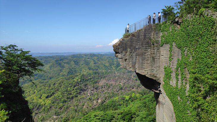 石切り場が残る奇景の鋸山と、関東最古の勅願所の日本寺