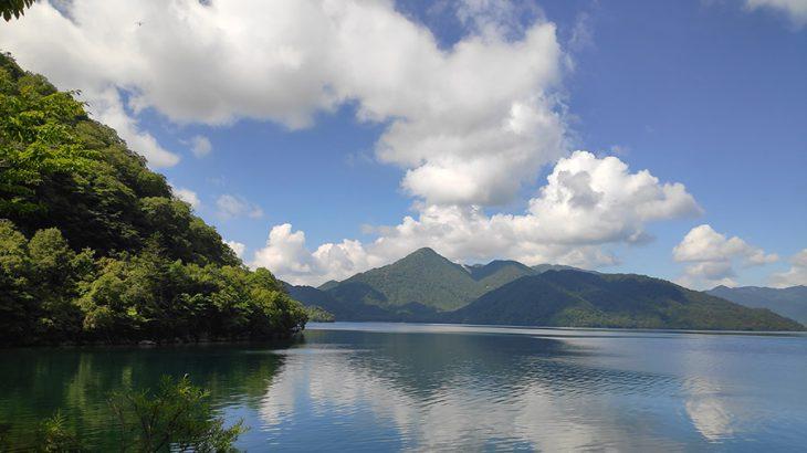 男体山と対峙する、日光の渋い山、社山