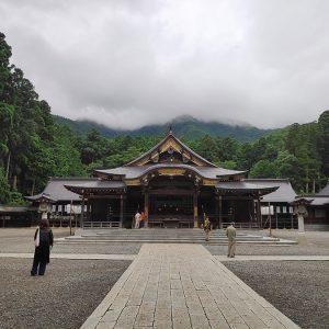 弥彦山登山と掛け流しの岩屋温泉に〆は寺泊でズワイガニ!