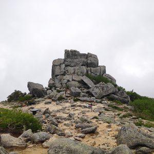お手軽に高山へ!金峰山五丈岩の圧倒的存在感